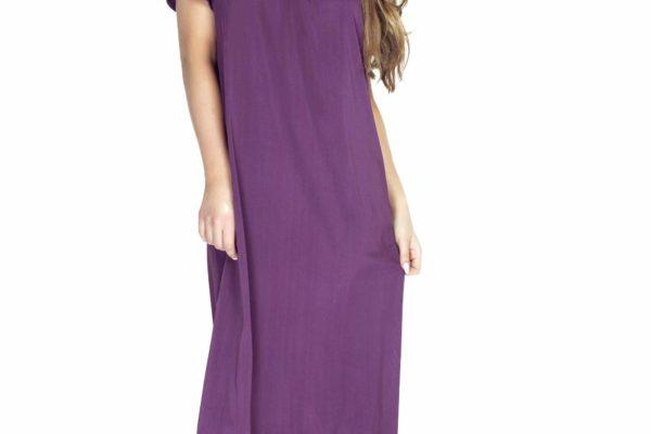 modelka w fioletowej koszuli nocnej