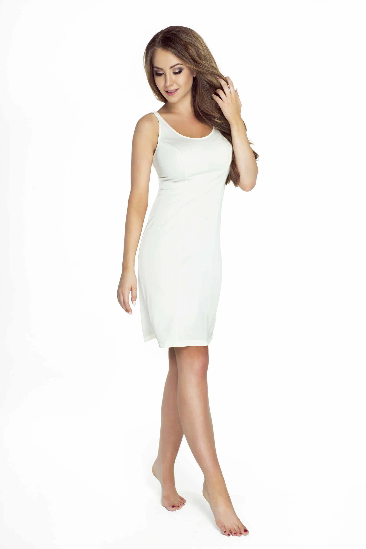 kobiela w bialej halce