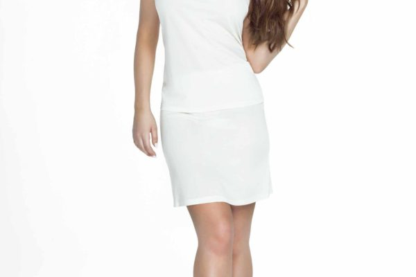 modelka w bialej polhalce
