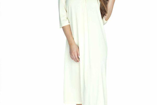 modelka w bialej koszulce damskiej